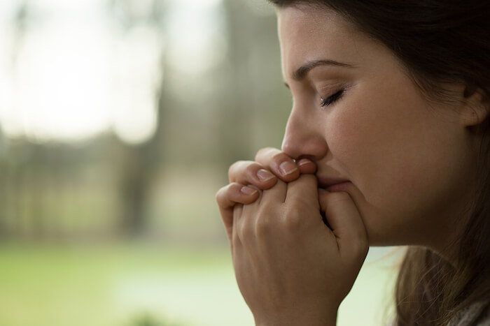 femme triste en larmes comment pardonner