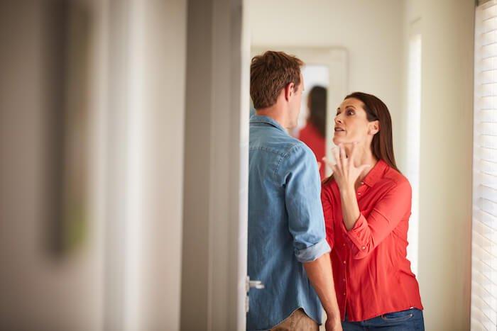 femme criant aux effets de la violence psychologique sur l'homme