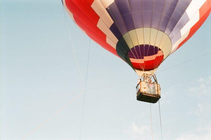 couple sur une montgolfière - idées pour un deuxième rendez-vous