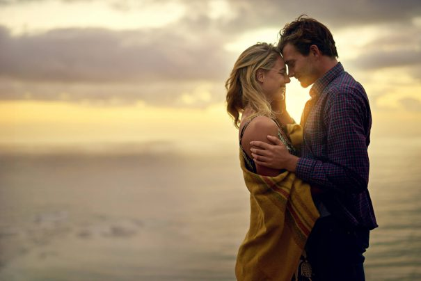 un couple heureux au coucher du soleil : objectifs de relation