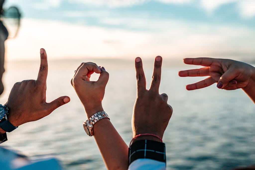 main formant le mot amour notes d'amour pour elle