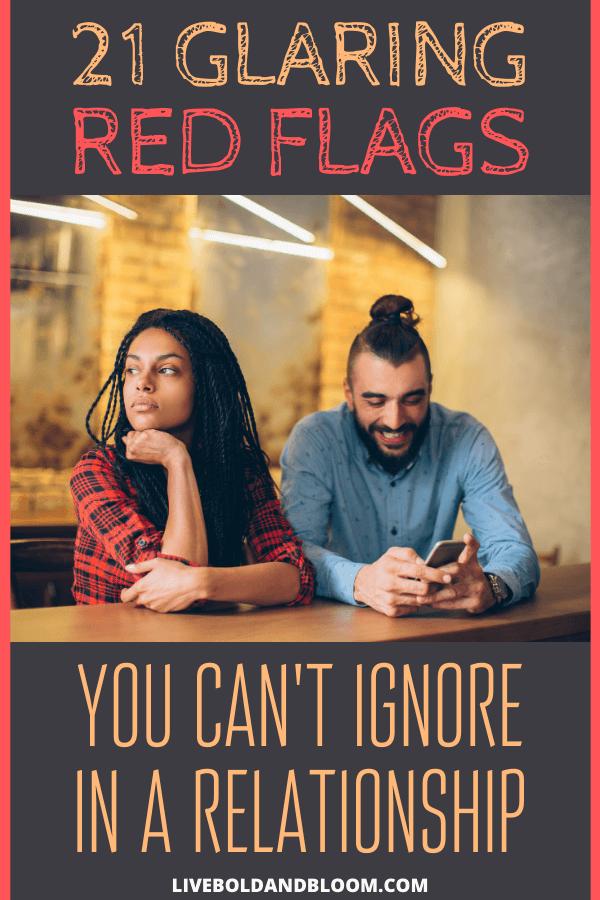 Parcourez la liste suivante des drapeaux rouges sur les relations et notez ceux qui vous semblent familiers (inquiétants).  Ces notes dans cet article seront sûrement utiles.