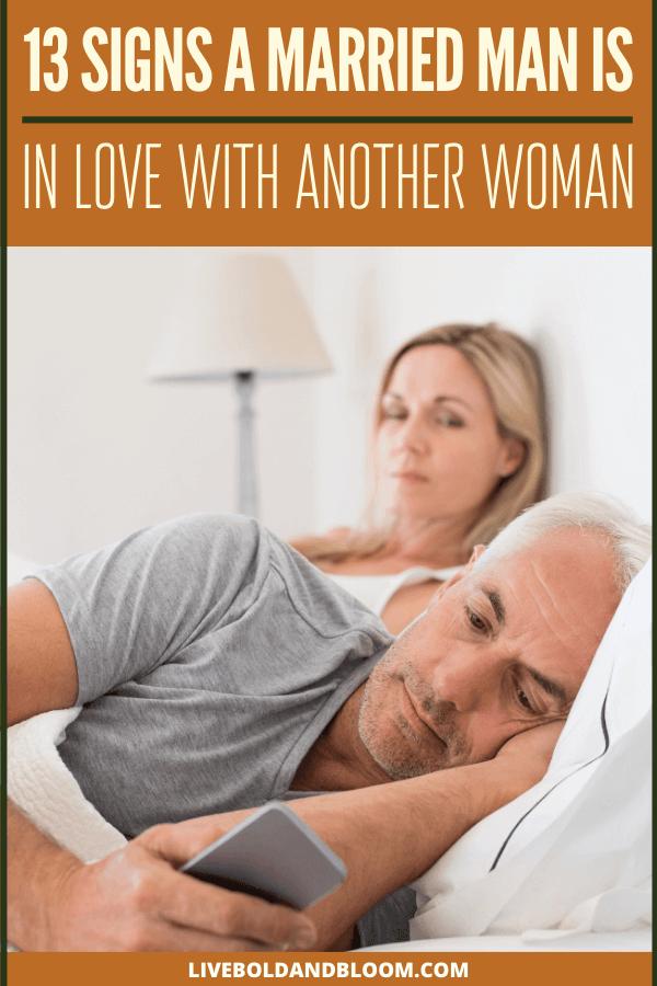 Vous vous demandez si votre ami marié vous aime comme ami ou comme autre chose?  Lisez cet article pour voir les 13 signes qu'un homme marié aime une autre femme.