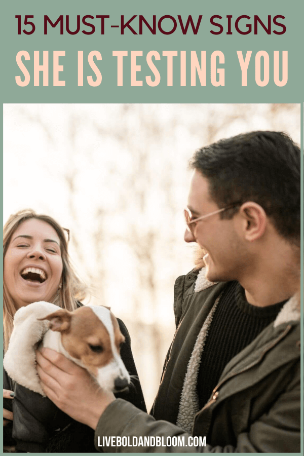 Les filles peuvent tester le gars avec qui elles sortent pour voir s'il lui convient.  Consultez cet article et connaissez les signes qu'elle vous teste.