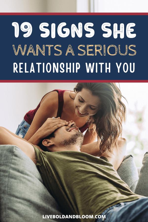 Vous êtes en couple depuis un moment maintenant.  Et vous appréciez le temps que vous passez avec elle.  Mais si elle a fait des signes qu'elle veut être votre petite amie, vous ne savez peut-être pas comment les reconnaître.  signe qu'elle veut une relation |  relation serieuse